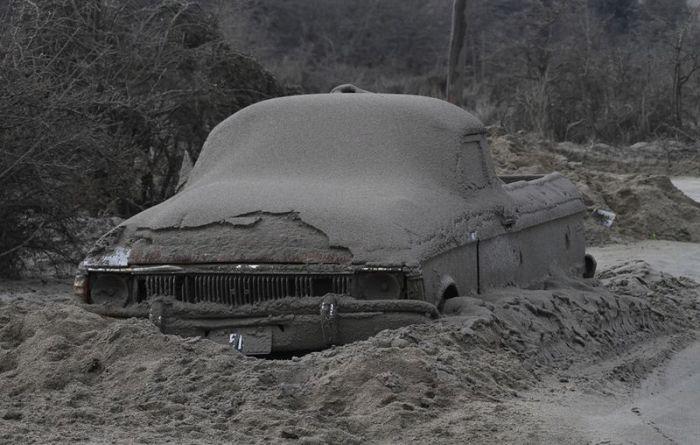 Последствия извержения вулкана (15 фото)