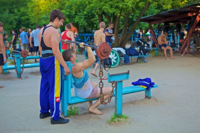 Тренажерный зал на берегу Днепра (22 фото)