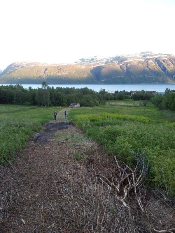 С горы скатился камушек (4 фото)