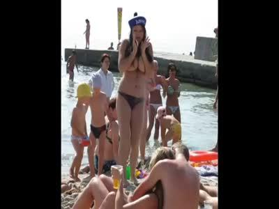 Порно видео на людном пляже