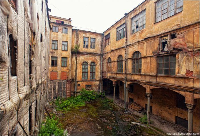 Заброшенный прокурорский дом (23 фото)