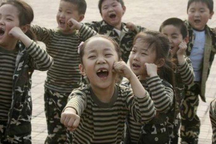 Суровое воспитание китайских детей (7 фото)