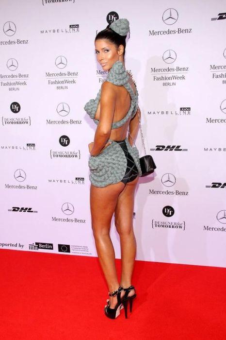Микаела Шефер в соблазнительном платье (10 фото)