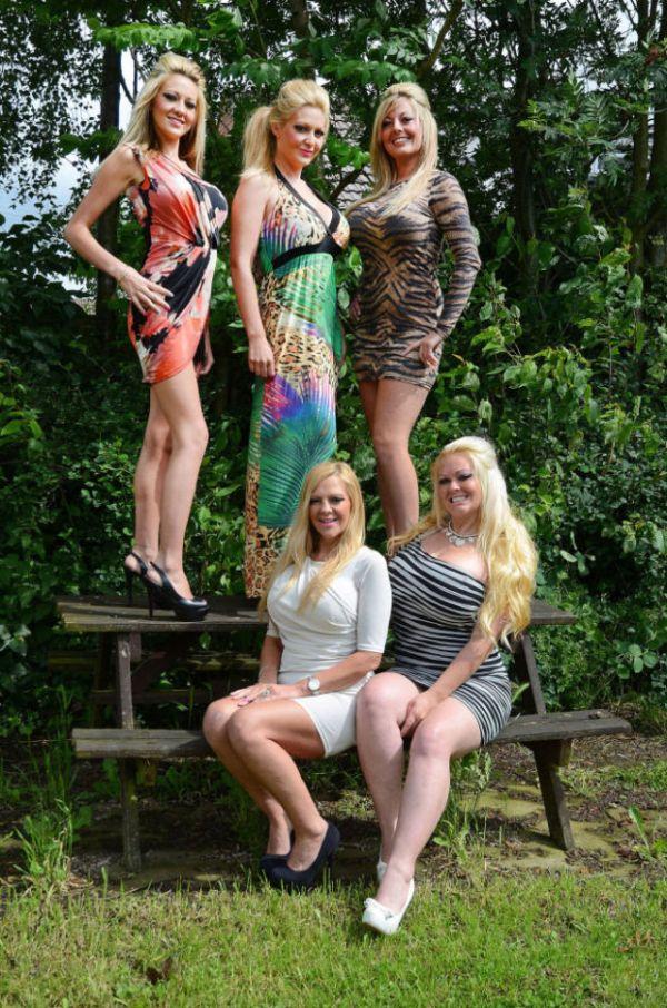Странная традиция матери и четырех дочерей (12 фото)