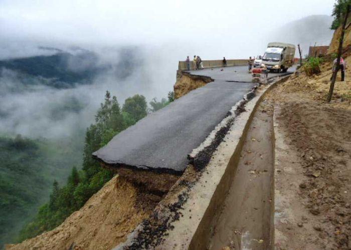 Китайские дороги еще круче, чем в Российские (8 фото)
