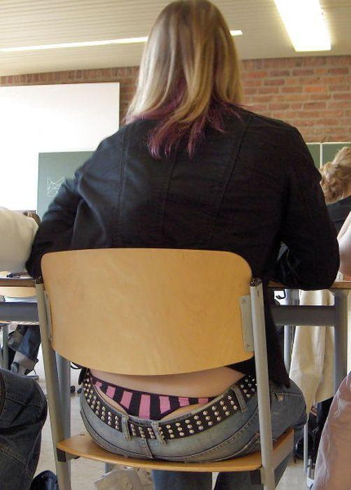 Заниженная талия на джинсах (47 фото)