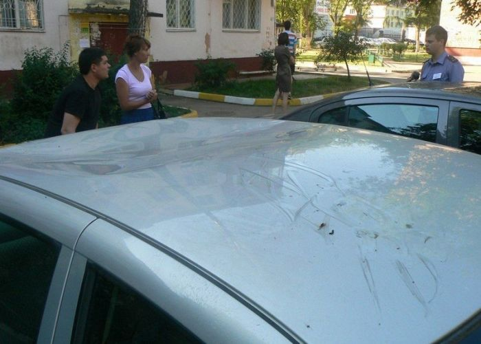 Неадекватные малолетки разгромили 16 машин за ночь (20 фото + 3 видео)