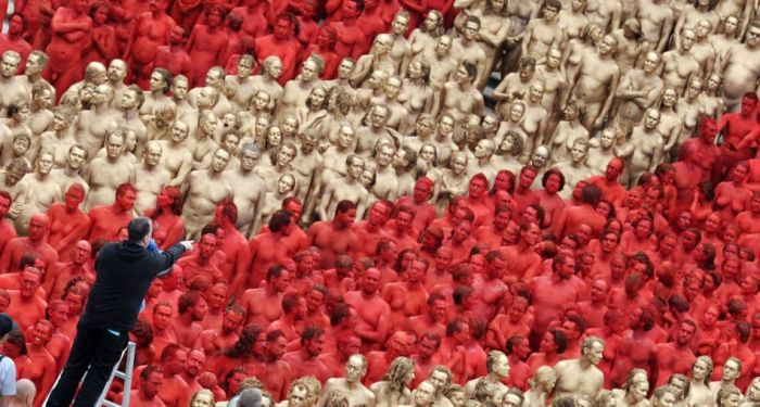1700 обнаженных людей в центре Мюнхена (17 фото)