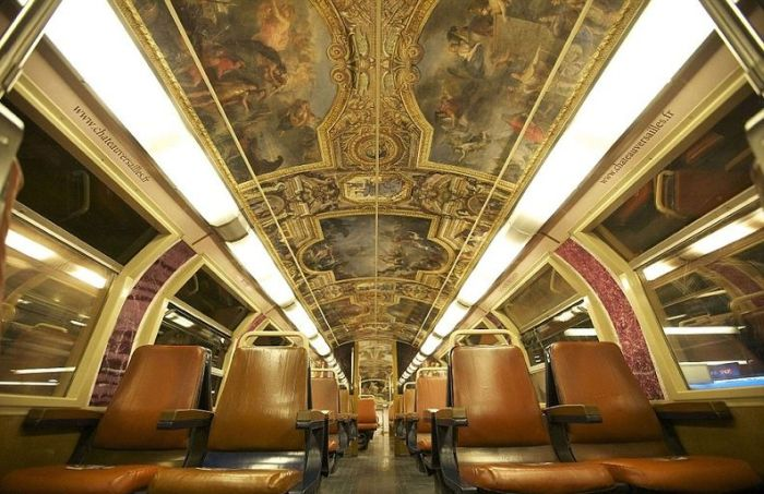 Необычный поезд с уникальным итерьером (14 фото)