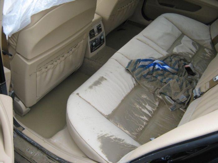 Автомобиль после наводнения в Крымске (3 фото)