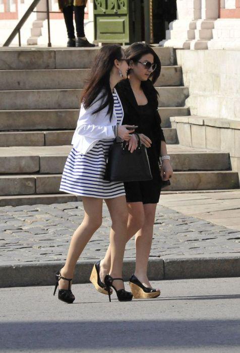 Симпатичные девушки в коротких юбках (40 фото)