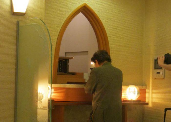 Хай-тек кладбище в Японии (17 фото + видео)