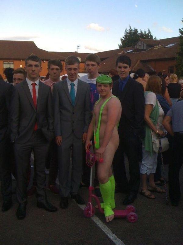 Купальный костюм Бората на выпускной (4 фото)