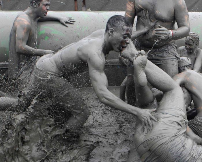 Ежегодный фестиваль любителей грязи (21 фото)
