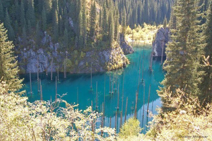 Необычное озеро в Казахстане (9 фото)