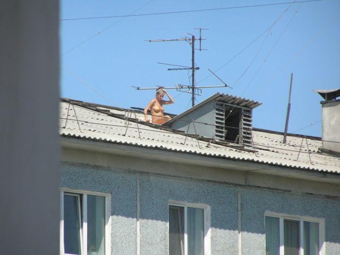 Принимаем солнечные ванны на крыше (9 фото)