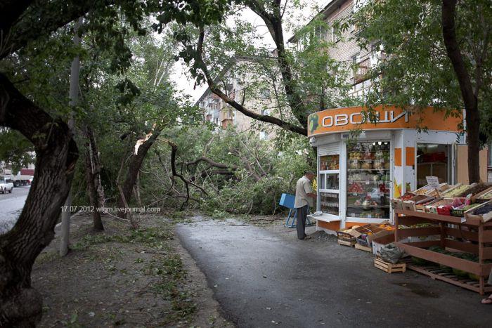 Неожиданный град в Екатеринбурге (8 фото)