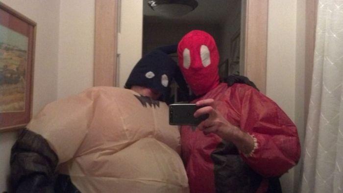 Холостятский отдых супергероев (4 фото)