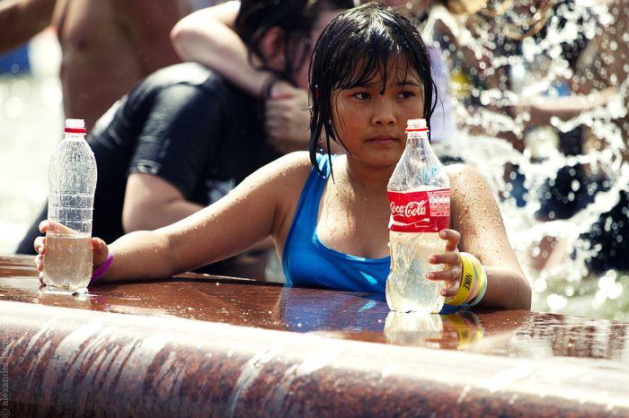 Водная битва в жаркий день (61 фото)
