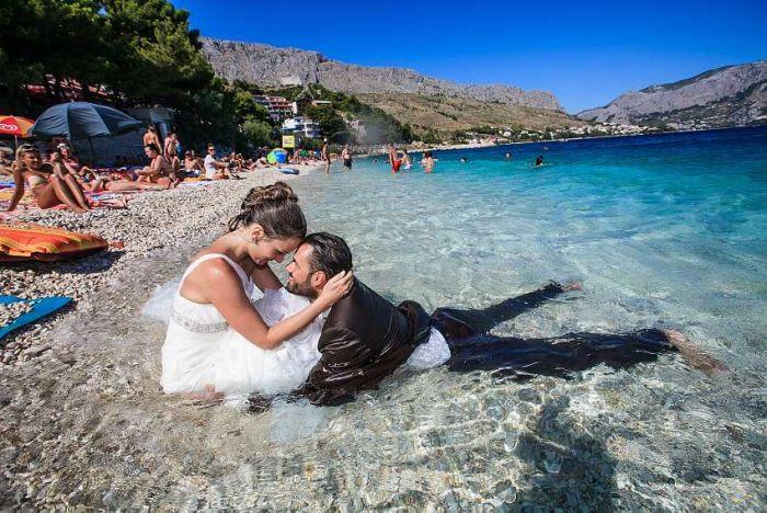Необычный способ отпраздновать свадьбу (3 фото)