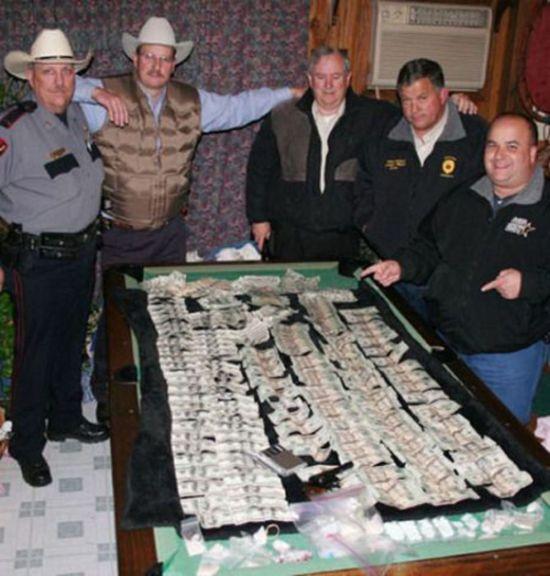 Задержание наркоторговцев с поличным (33 фото)