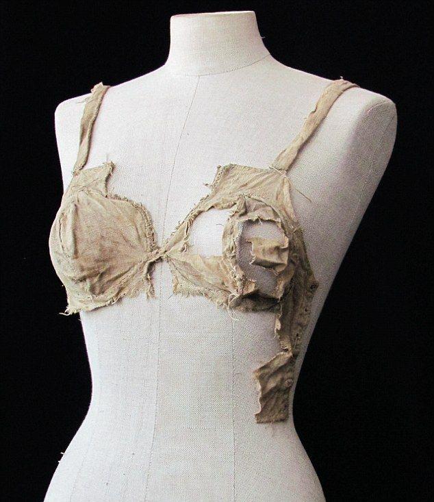 Женское нижнее белье 15го века (2 фото)