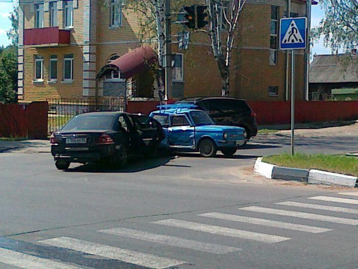 Необычный пешеход пострадал на переходе (3 фото)