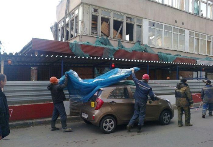Как защитить автомобиль при сносе здания? (15 фото)