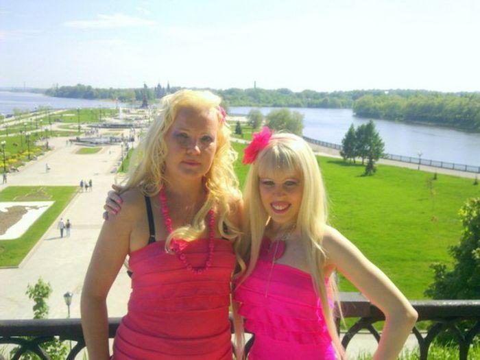 Знакомьтесь, мама Карины Барби (9 фото)