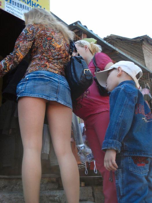 Легкий ветерок и девушки в мини юбках (29 фото)