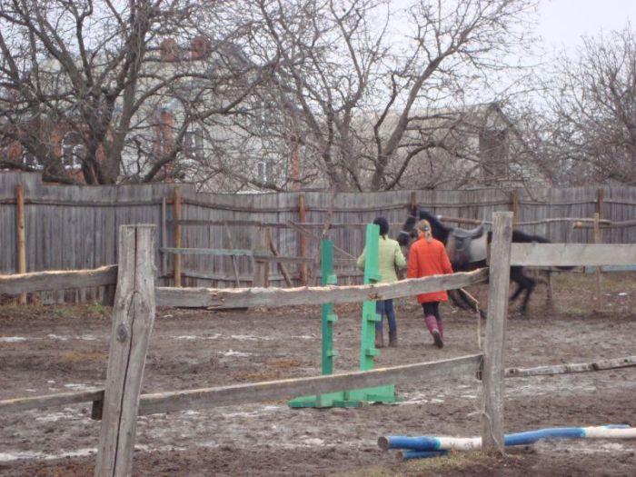 Полузаброшенная школа конного спорта в г. Железноводск (12 фото)