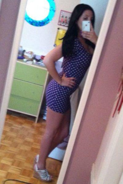 Девушки в откровенных платьях (38 фото)