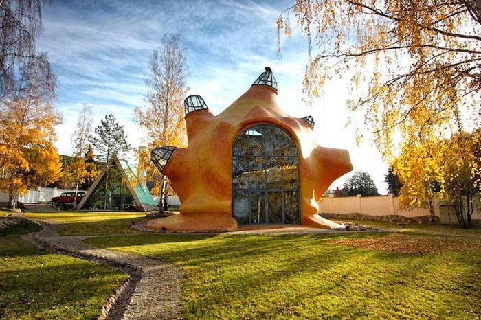 Небычный дизайн дома от креативного дизайнера (10 фото)
