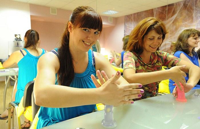 В центре Москвы учат как делать мужской оргазм ярким.