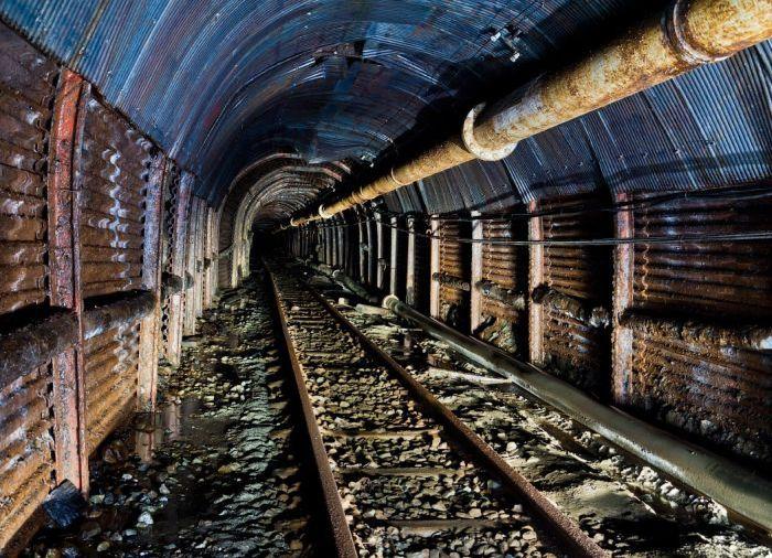 Таинственные заброшенные шахты (38 фото)