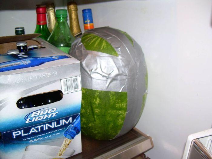 Летнее алкогольное лакомство - ледяной арбуз (9 фото)
