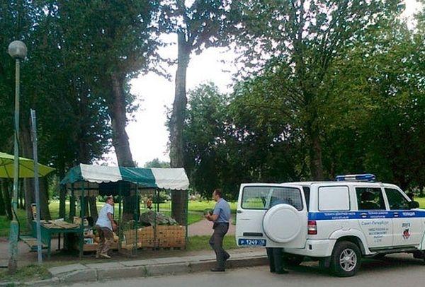Полиция теперь приторговывает арбузами? (4 фото)
