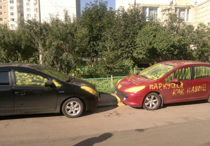 Автоместь на парковке (4 фото)