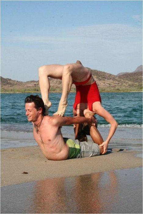 Новый вид спорта Акройога (19 фото)