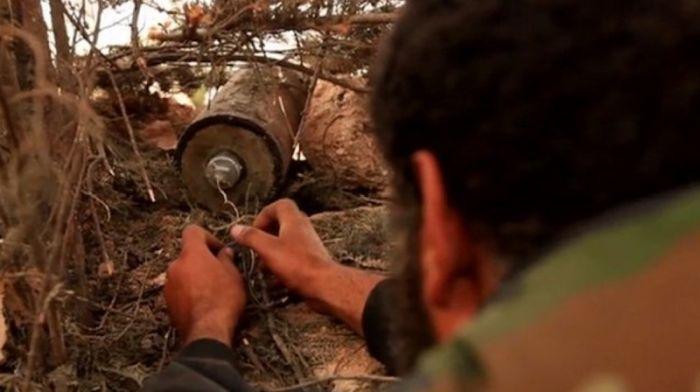 Как делают бомбы в Сирии (14 фото)