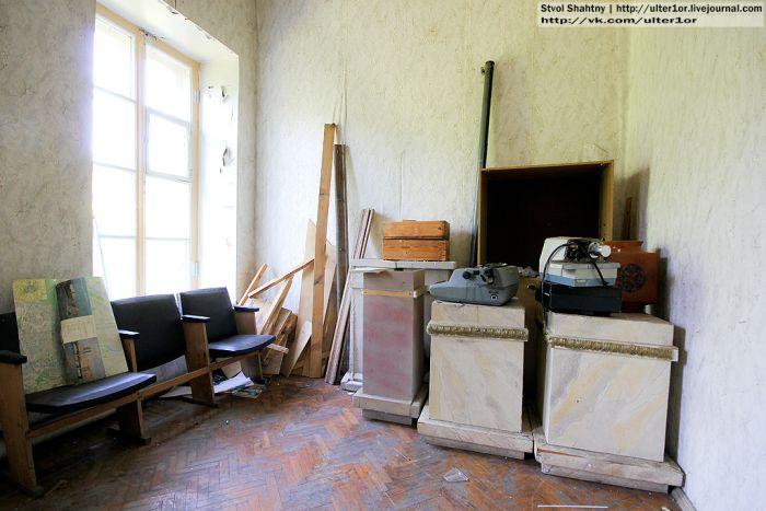 Заброшенный царский дворец (34 фото)