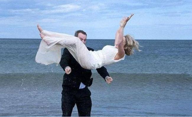 Необычная фотосессия со свадьбы (8 фото + видео)