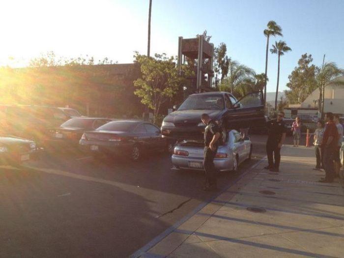 Необычный автомобильный трюк в Калифорнии (6 фото)