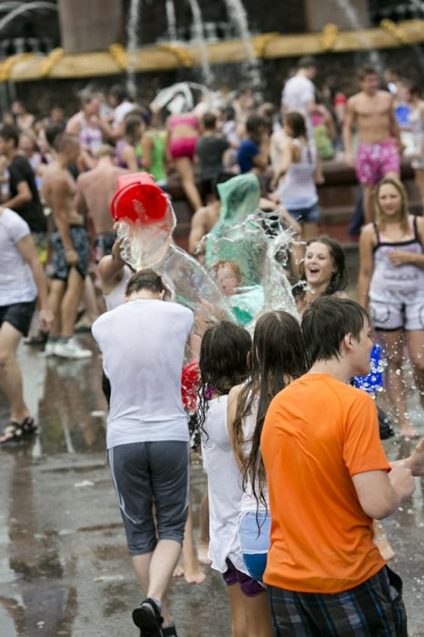Эпическая Водная Битва в Москве (65 фото)