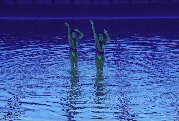 Свежий взгляд на синхронное плаванье (13 фото)