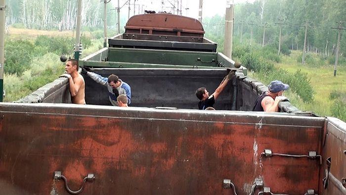 Разбойная группировка толкателей ядра (5 фото)