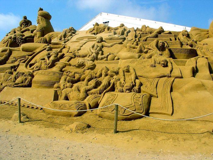 Удивительные скульптуры из песка (20 фото)