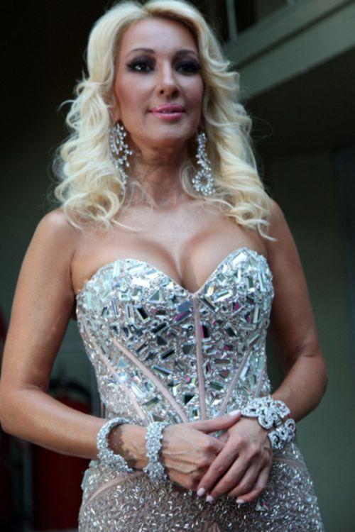ТОП лучших бюстов звезд в Юрмале (17 фото)