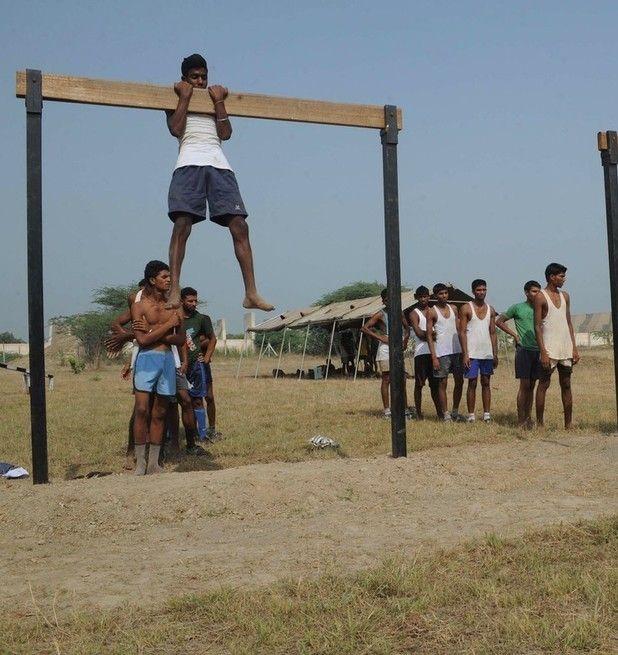 Как набирают солдат в индийскую армию (12 фото)
