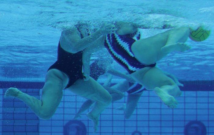 Откровенное женское водное поло (22 фото)